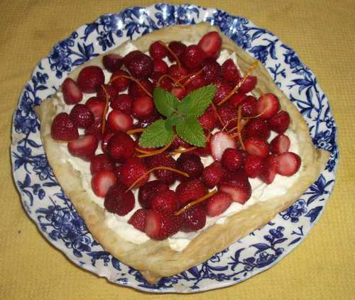 Strawberry_goat_cheese_mousse_tart